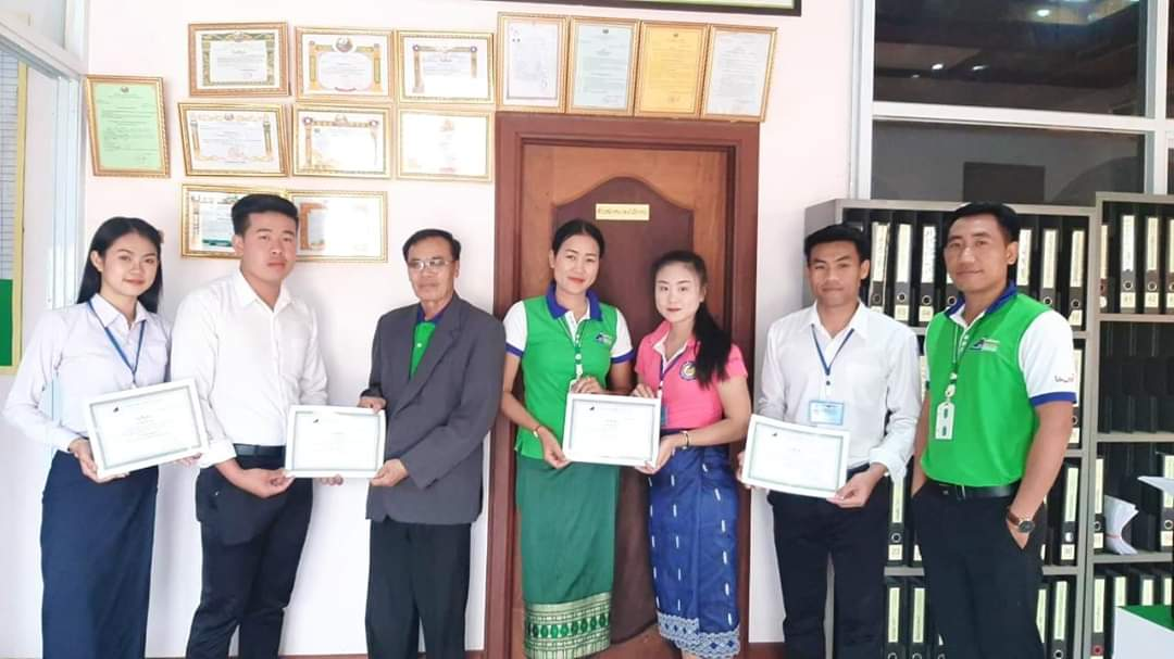 EMI give a certificate to the students from the Technical Collage of Vientiane Province